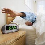 目覚まし時計をかけても、無意識で止めてしまう 二度寝してしまわないための、おすすめの方法を紹介します