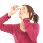 目薬の正しい使用方法について 目薬を差す時の注意点、使用期限や保管方法を紹介します